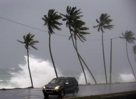 الإعصار دوريان يفرض حالة الطوارئ في فلوريدا الأميركية.. فيديو