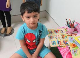 شرطة دبي تنشر صورة طفل ضائع وتطلب المساعدة للتعرف على ذويه