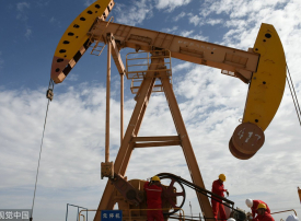 محللون: مخزون النفط السعودي يوفر حماية مؤقتة للسوق