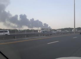 دبي: شاهد السيطرة على حريق في مستودع للإطارات