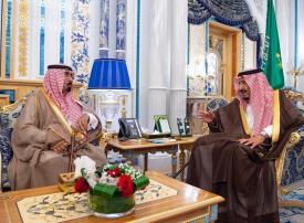 فيديو: الملك سلمان يستقبل أسرة اللواء عبدالعزيز الفغم لتعزيتهم