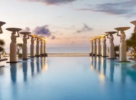 بالصور : أجمل 5 مسابح بفنادق فاخرة في العالم