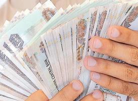 سرقة وراء تناثر مليون و700 ألف درهم في شارع بدبي