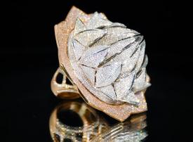 بقيمة 4.9 مليون دولار و 7777 قطعة ألماس لخاتم يعرض في إكسبو الشارقة