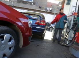 مصر تعلن خفض أسعار البنزين