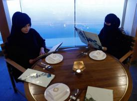 السعودية: إصدار لائحة تسمح بالترخيص لمقاهي الشيشة في المطاعم باستثناء منطقتين