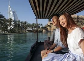 خدمة للزوار من الصين.. استرداد ضريبة القيمة المضافة في مطارات دبي