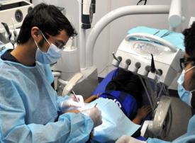 فيديو: وزير العمل السعودي يعلن توطين طب الأسنان قريباً