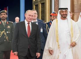 شاهد.. محمد بن زايد والرئيس الروسي يتبادلان الهدايا