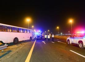20 مصاباً بحادث تدهور حافلة لنقل العمال على شارع الإمارات