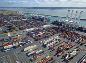 موانئ دبي العالمية تفوز بعقد امتياز تطوير ميناء 2000 في لوهافر بفرنسا