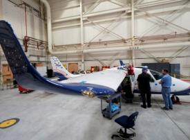 ناسا تزيح الستار عن أولى طائرتها كهربائية