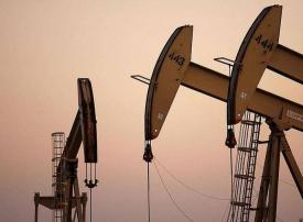 النفط فوق 64 دولارا بفضل تفاؤل باتفاق تجاري وزيادة مخزونات الخام