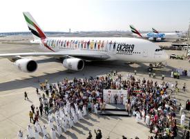 بالصور.. 145 جنسية على رحلة طيران الإمارات احتفالاً باليوم الوطني وعام التسامح