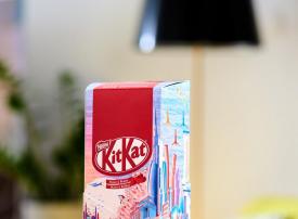 إصدار من كيت كات بتصميم فنانة إماراتية احتفاء باليوم الوطني لدولة الإمارات العربية المتحدة