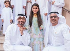 بالصور .. محمد بن زايد يملأ قلب طفلة فرحاً