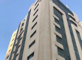 وفاة طفلة عربية سقطت من بناية بالشارقة.. وشبهة بالإهمال