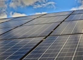 النويس الإماراتية ستبني محطتين لتوليد الكهرباء من الرياح والشمس بمصر