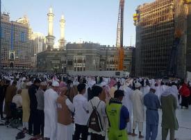 صور: السعوديون يؤدون صلاة الكسوف بالمسجد الحرام
