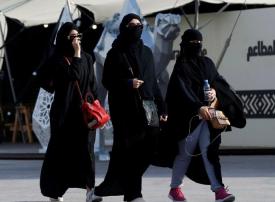 فيديو: شرطة الرياض توقف 29 امرأة و22 رجلاً في قضايا تحرش
