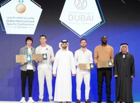 شاهد.. تكريم نجوم الكرة العالميين بمؤتمر دبي الرياضي الدولي الـ 14