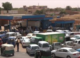 السودان يجمد قرار رفع الدعم عن الوقود حتى مارس المقبل