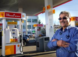 مهندس مصري سابق ينجح بتأسيس أنجح شبكة محطات بترول في الولايات المتحدة