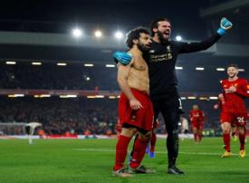 محمد صلاح يقود ليفربول للفوز على مانشستر يونايتد وتواصل صدارة الدوري
