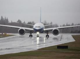 أكبر طائرة ركاب في العالم بمحركين تكمل بنجاح أول رحلة لها