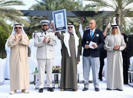 الإمارات تدخل موسوعة غينيس بأطول سلسلة تصافح بالأيدي في العالم