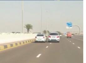 شرطة أبوظبي تضبط سائقي مركبتين للقيادة بتهور
