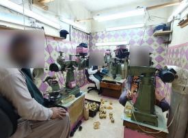 ضبط 10 مخالفين يديرون بالخفاء معمل للذهب في جدة