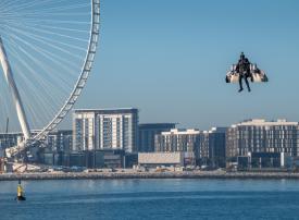 بالفيديو.. جيتمان ينفذ أول مناورة ضمن مهمة إكسبو 2020 «مشروع الطيران البشري»