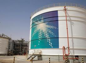أرامكو السعودية تعتزم إجراء تخفيضات أكبر في الإنفاق لسداد توزيعات أرباح
