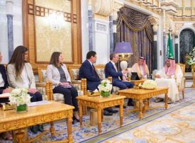 الملك السعودي يستقبل وزير الخارجية البريطاني لبحث القضايا الإقليمية