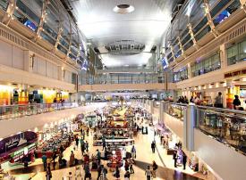 في أقل من ساعة.. شرطة دبي تُعيد 50 ألف درهم إلى مسافر
