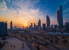 هجرة الوافدين تثير مخاوف في الكويت على قطاعي العقارات والبنوك