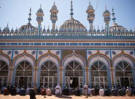 باكستان ... رفع القيود عن صلاة الجماعة بالمساجد في رمضان وسط انتشار كورونا