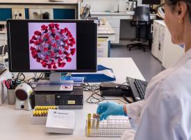 سكان دبي يمكنهم إجراء اختبارات الكشف عن كوفيد-19 في منازلهم قبل السفر جواً