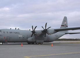 شاهد سقوط طائرة c130 تابعة للقوات الأمريكية في قاعدة التاجي الجوية واصابة 4 جنود
