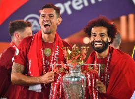 بالصور، احتفالات ليفربول بالتتويج بجائزة الدوري الانجليزي الممتاز لكرة القدم