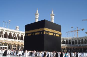 لسلامة قاصديه.. أربع مرات غسل لأرضيات المسجد الحرام يوميا