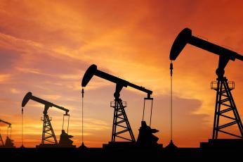 أسعار النفط إلى أدنى مستوياتها في أكثر من عام