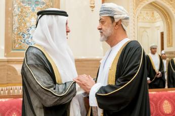 سلطان عمان يأمر بتغيير النشيد الوطني علم وشعار البلاد