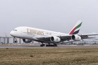طيران الإمارات تعلق رحلاتها بين دبي وإيطاليا وتجري مسحا حراريا للمسافرين إلى أمريكا