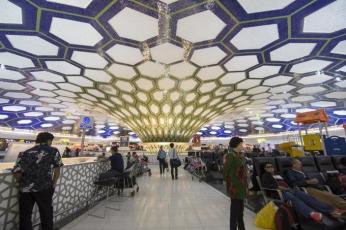مطار أبوظبي يغلق مبنى رقم  2 ويعيد توزيع الرحلات الجوية
