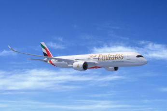 طيران الإمارات يرد قرابة ملياري درهم في تعويضات عن تذاكر وخدمات للمسافرين