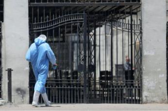 أطباء في مصر يشكون من محاولات لتكميم أفواههم في أزمة كورونا