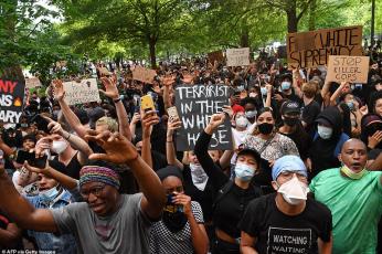 الاحتجاجات ضد قتل جورج فلويد تغلق البيت الأبيض