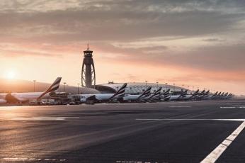 الإمارات: السفر أصبح متاحاً للمواطنين والمقيمين